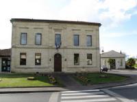 salle des mariages, Mairie Lalande de Pomerol (parking)